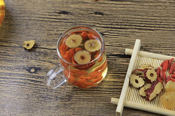 红枣枸杞桂圆泡水喝的功效
